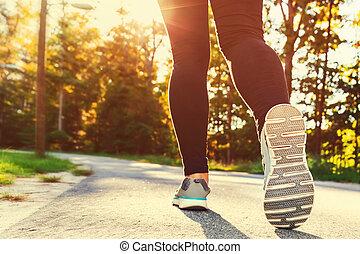 kobieta, obuwie, zewnątrz, wyścigi, biec truchtem, gotowy