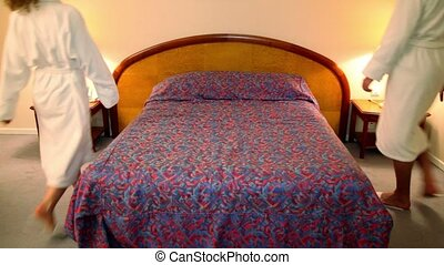 kobieta, od, przyjść, łóżko, chałaciki, sypialnia, kłaść,...