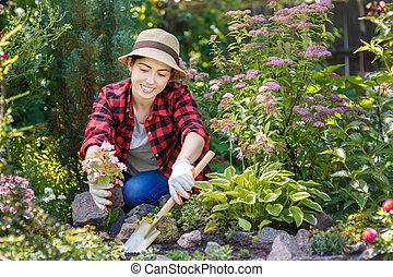 kobieta, ogrodnik, dosadzenie, kwiaty