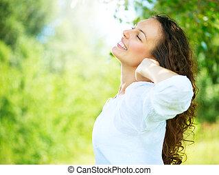 kobieta, outdoor., cieszyć się, młody, natura, piękny
