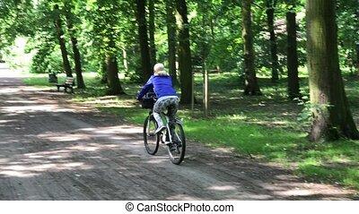 kobieta, park, młody, ich, rowery, jeżdżenie