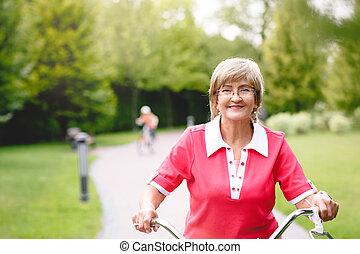 kobieta, park, rower, czynny, jeżdżenie, senior