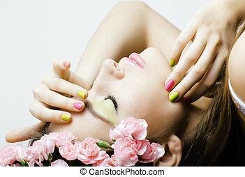 kobieta, piękno, ustalać, młody, do góry szczelnie, kwiaty