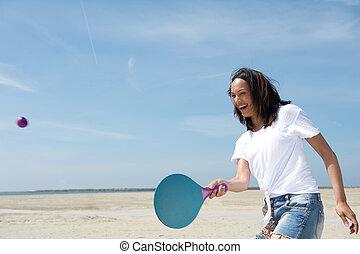 kobieta, piłka, interpretacja, nerwowo przebierać palcami