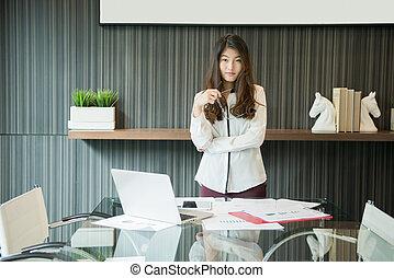 kobieta, pokój, handlowy, asian, spotkanie, przedstawiając