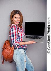 kobieta, pokaz, ekran, czysty, laptop, szczęśliwy