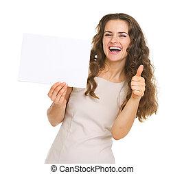 kobieta, pokaz, młody, do góry, papier, kciuki, czysty, uśmiechanie się