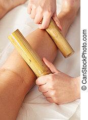 kobieta, posiadanie, wtykać, zdrój, bambus, dzień, masaż