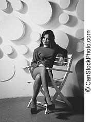 kobieta posiedzenie, drewniany, młody, elegancki, krzesło, strój