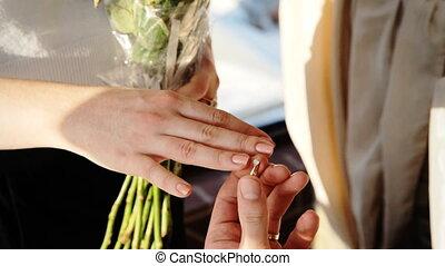 kobieta, powiedziany, tak, dla, niejaki, mężczyźni, propozycja, do, zostać, jego, żona, niejaki, bardzo, romantyk, chwila, w, życie, od, both.