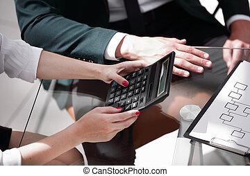 kobieta, pracujący, handlowy, closeup., calculator., pojęcie