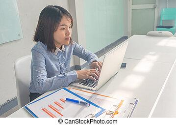 kobieta, pracujący, handlowy, laptop, asian, biuro, pokój