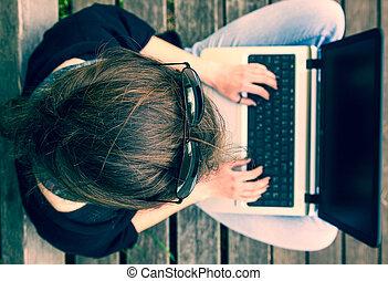 kobieta, pracujący, młody, laptop., above., prospekt