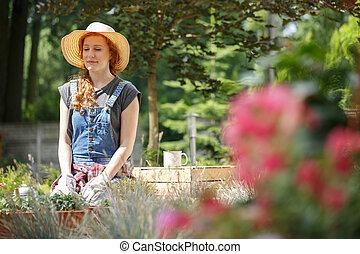 kobieta, pracujący, w ogrodzie