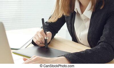 kobieta, projektant, biuro, tabliczka, pracujący, graficzny