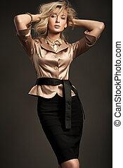 kobieta, przedstawianie, młody, sprytny, blond