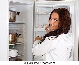 kobieta przeglądnięcie, coś, lodówka