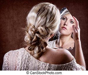 kobieta przeglądnięcie, do, niejaki, złamany, lustro