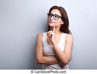 kobieta, przestrzeń, myślenie, młode przeglądnięcie, tło, opróżniać, okulary