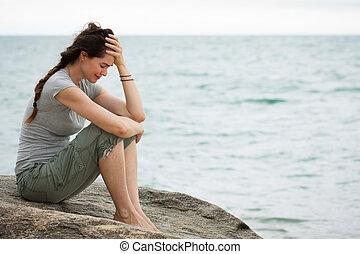 kobieta, przewrócić, płacz, ocean