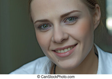 kobieta, przykładając makeup
