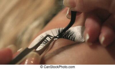 kobieta przypatrują się, z, długi, eyelashes., rzęsa,...