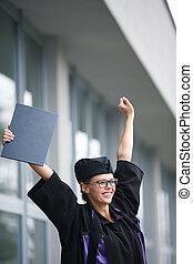 kobieta, radosny, jej, -, młody, skala, dyplom, świętując, cheking, ładny