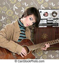 kobieta, rocznik wina, muzyk, gitarowy gracz, retro