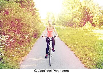 kobieta, rower, młody, outdoors, jeżdżenie, szczęśliwy