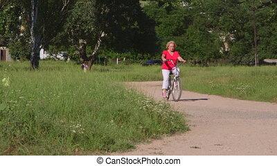 kobieta, rowerowy park, czynny, ścieżka, senior, zmarszczenie, wzdłuż