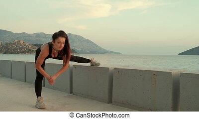 kobieta rozciąganie, ulica, wykonuje, outdoors., sport