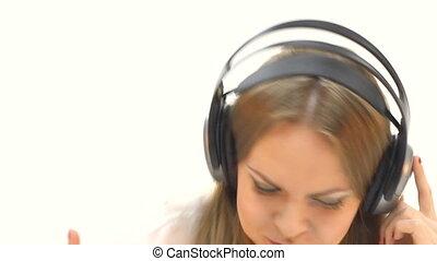 kobieta, słuchający, słuchawki