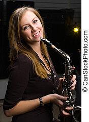 kobieta, saksofon, ładny