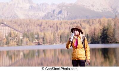 kobieta, senior, czynny, pijąc., reputacja, wycieczkowicz, ...