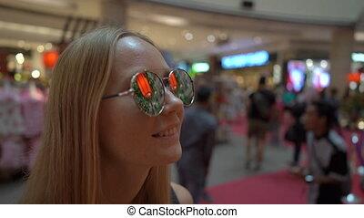 kobieta, shoping, strzał, chińczyk, jej, mall, słońce,...