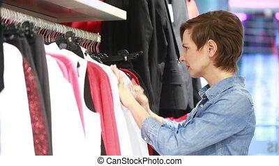 kobieta shopping, elegancki, ładny, zaopatrywać, odzież