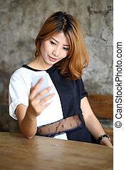 kobieta, smartphone, uśmiechanie się, selfie, używając, wpływy, jej, asian