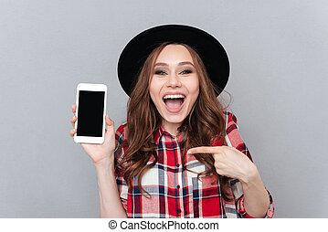 kobieta spoinowanie, ruchomy, ekran, podniecony, telefon, palec, czysty, przypadkowy