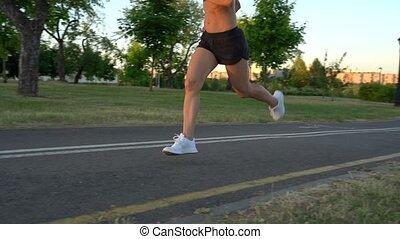 kobieta, sportowy, park, młody, ruch, jogging, powolny, zachód słońca, pociągający