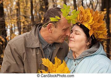 kobieta, stary, liście, wieniec, twarz, klon, człowiek