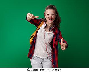 kobieta, student, pokaz, do góry, zielony, kciuki, tło, szczęśliwy