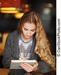 kobieta, tabliczka, ekran, młody, komputer, dotyk