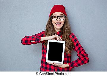 kobieta, tabliczka, pokaz, komputer, śmiech, okienko osłaniają