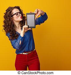 kobieta, tabliczka, pokaz, nowoczesny, pc, okienko osłaniają