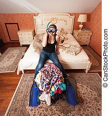kobieta, torba, posiedzenie, rozpakować sę, wyposażenie, snorkeling