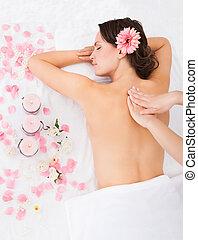 kobieta, traktowanie, masaż, dostając