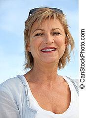 kobieta, wybrzeże, wiek średni