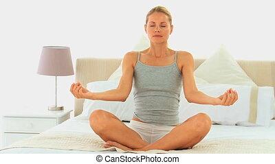 kobieta, yoga, ładny, blondynka