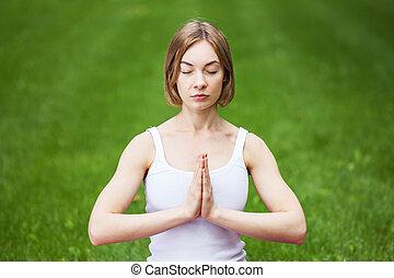 kobieta, yoga, młody, park.
