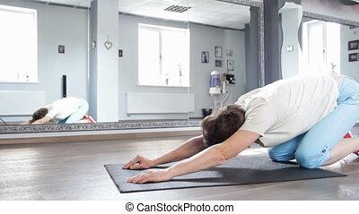 kobieta, yoga, pokój, rozciąganie, stosowność, senior, ruch, poza